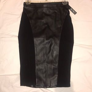 Pleather ponte knit skirt blk w back gold zipper
